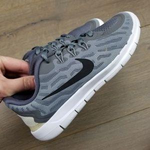985a3a3f5b3603 Nike Boy s Free 5.0 Running Shoe Boys 2Y